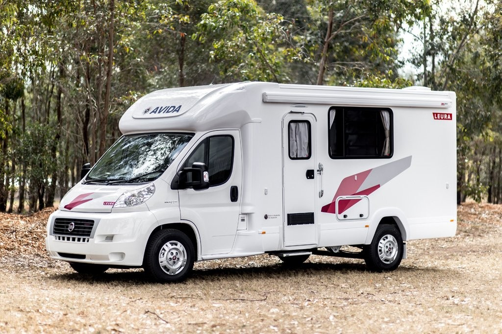 A side front-angled profile of the B6712 Avida Leura motorhome with Scarlet Sunset decals.