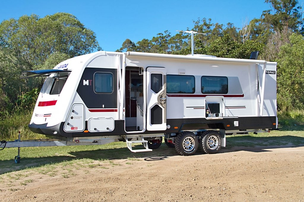 This is the CV7652SL Topaz caravan with Multi Terrain pack. It is superbly appointed with entry step, outdoor entertainment unit and plenty of storage space. This particular Topaz has Arctic White coloured fibreglass walls with Maroon Haze coloured decals.
