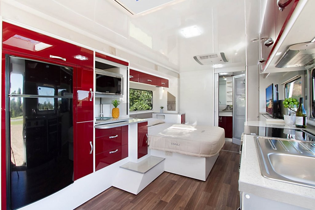 Make your caravanning experience unforgettable and travel in style and luxury in your CV7652SL Topaz. This Topaz caravan has been optioned with Ruby Super Gloss panels, Amaretto Stone benchtops and the Steel coloured splashback.