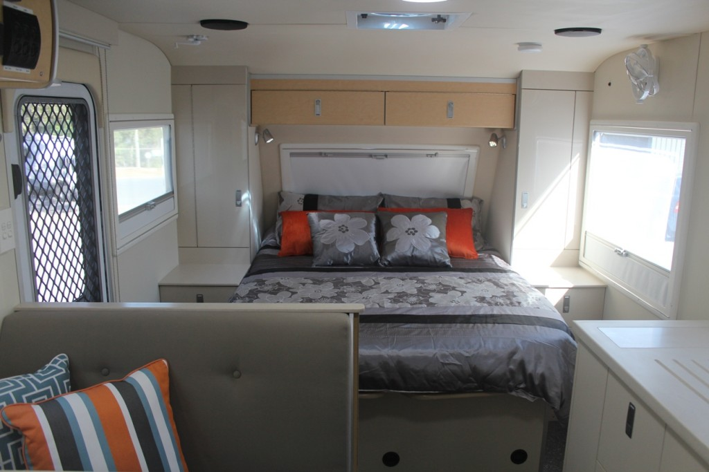 slr discoverer 18 foot off road caravan bedroom