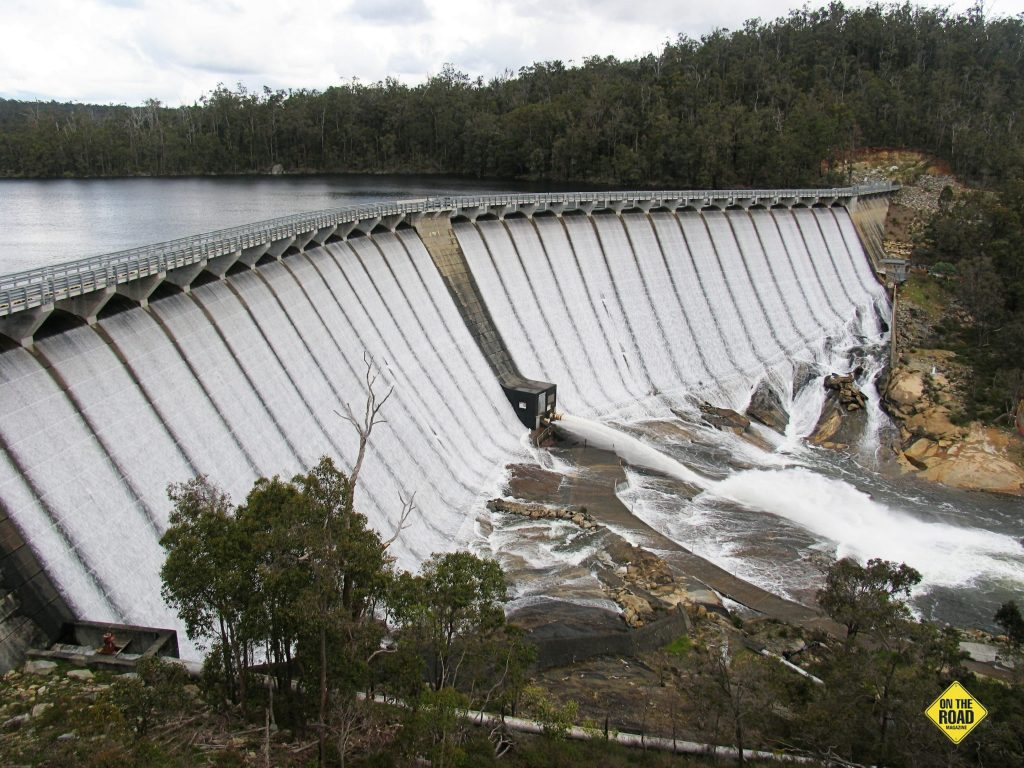 Wellington Dam overfloweing